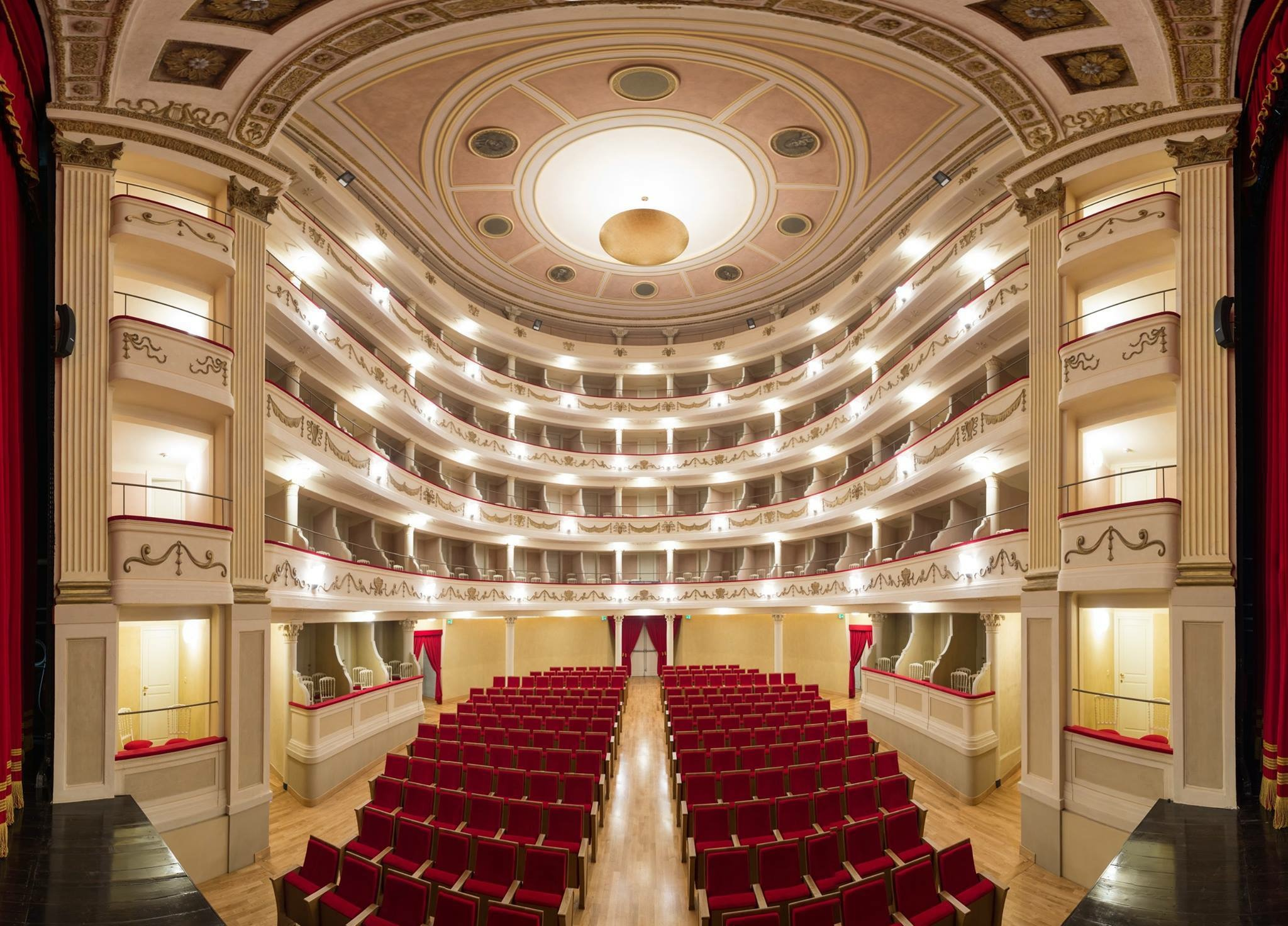 Social Theatre of Camogli, interior
