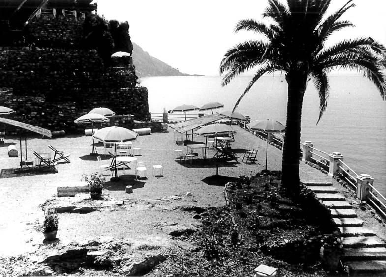 La terrazza sul mare del Cenobio dei Dogi nei primi anni del '900